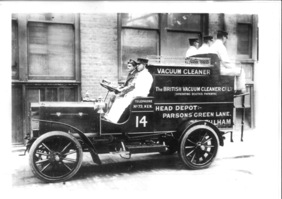 History and Innovation of American Vacuum Cleaner - Blog Flicker